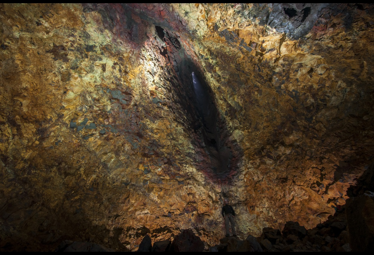 Magma chamber located in Iceland under the Thrihnukagigur volcano