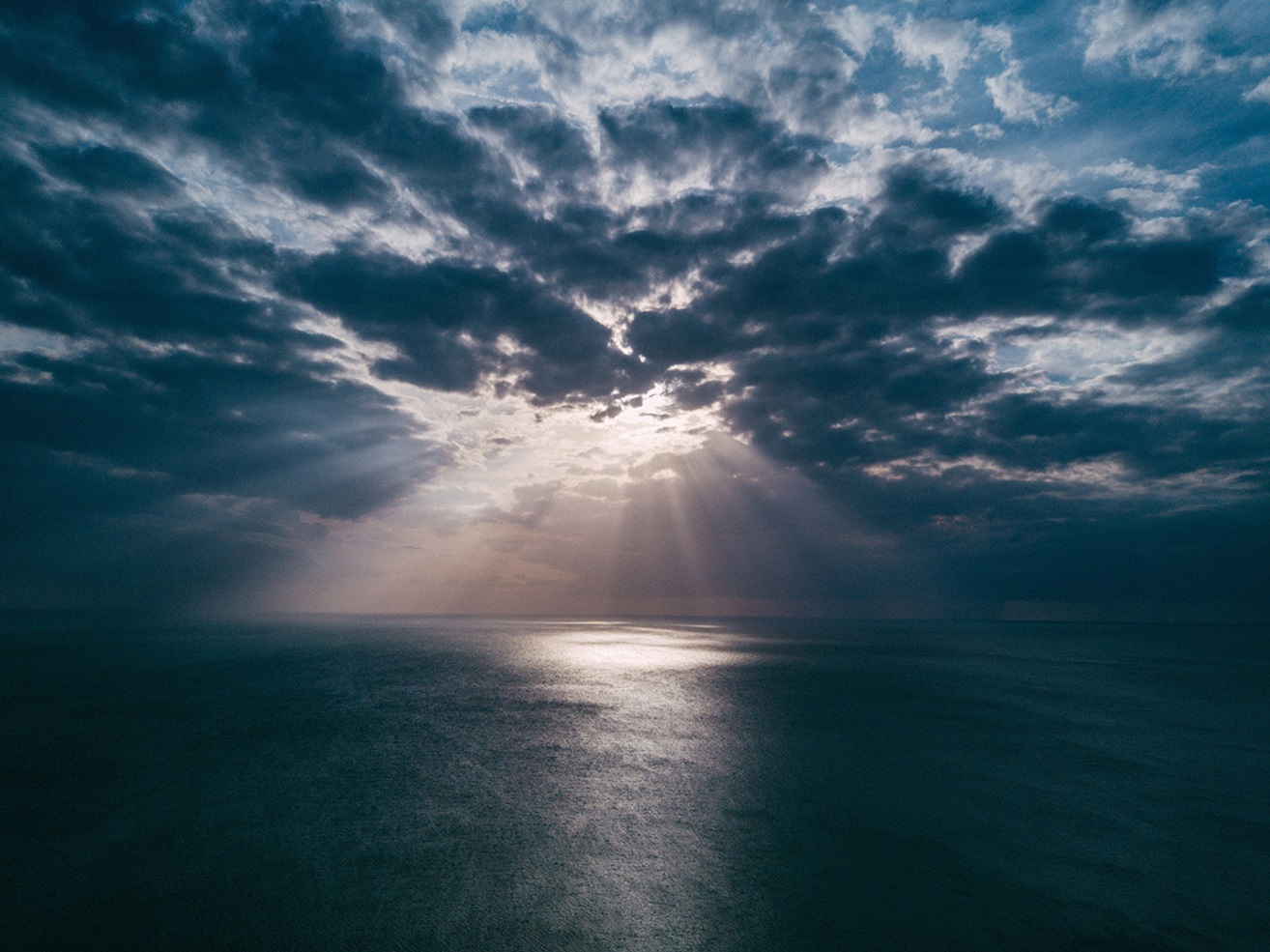 Ocean with sunrays on water