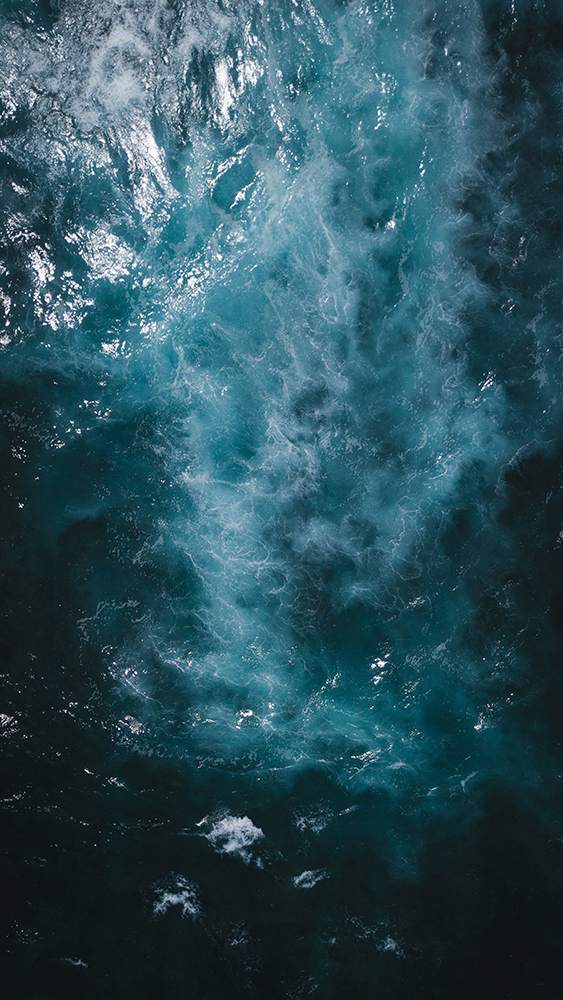 Dark blue water with wave currents